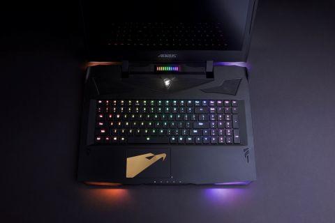 Najtanji gaming laptop s dvije grafičke kartice i mehaničkom tipkovnicom